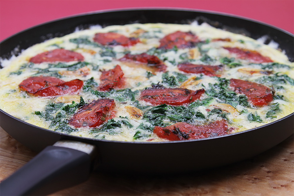 Kale frittata with oven-roasted tomatoes and smoked cheese